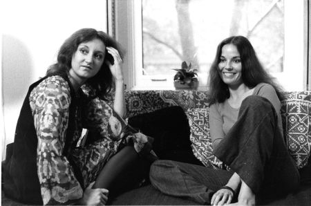 Mireille Dansereau (à gauche) lors de J'ME MARIE, J'ME MARIE PAS (1973)