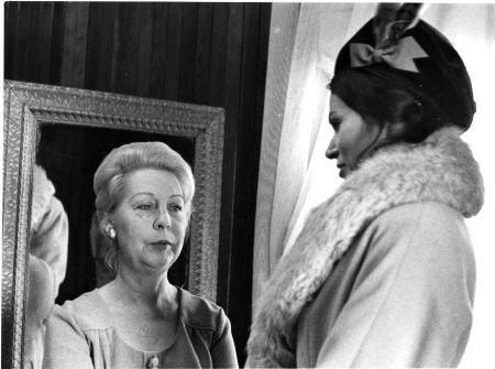 Olivette Thibault et Monique Mercure dans MON ONCLE ANTOINE de Claude Jutra (1971)