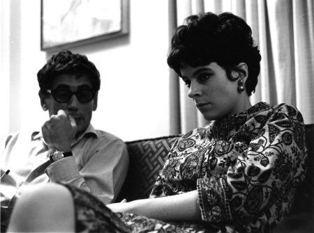 Gilles Carle et Patricia Nolin lors du tournage de SOLANGE DANS NOS CAMPAGNES (1964)