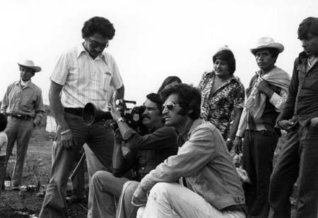 Maurice Bulbulian (au centre avec lunettes) réalise au Mexique TIERRA Y LIBERTAD (1978)