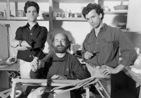 CHANTS ET DANSES DU MONDE INANIMÉ - LE MÉTRO (1985): Pierre Hébert (au centre) entouré du guitariste René Lussier (à gauche) et du clarinettiste-saxo Robert Lepage, musiciens responsables de l'événement musical qui constituera la bande sonore du film