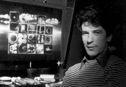 Jacques Drouin devant son écran d'épingles