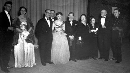 La première : Paul Dupuis, X, René Delacroix, Roger Garand, Monique Miller, Gratien Gélina