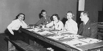 Au réfectoire de la Québec Productions : Suzanne Avon, Frank Heron, Marie-Laure Cabana, Joy Lafleur, Georges Toupin