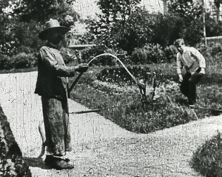 L'ARROSEUR ARROSÉ (1895) de Louis Lumière