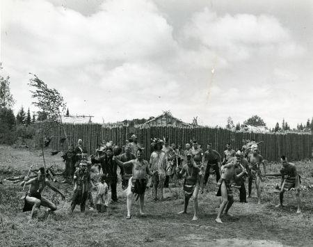 Les Indiens devant leur village