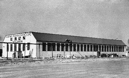 Aménagement extérieur du studio, août 1946