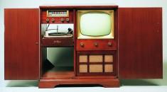 Télévision 227 Combination Addison Industries, Canada, 1950. Le cabinet comprenait une table tournante et une radio.© Cinémathèque québécoise/Collection Moses Znaimer