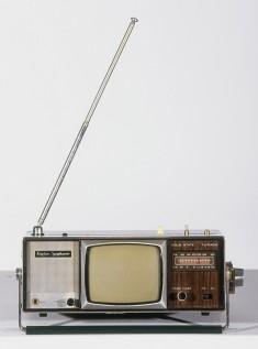 Téléviseur portable Adventure All Channel LTV-97 Longine Symphonette Society, Japon, env. 1970. © Cinémathèque québécoise/Collection Moses Znaimer
